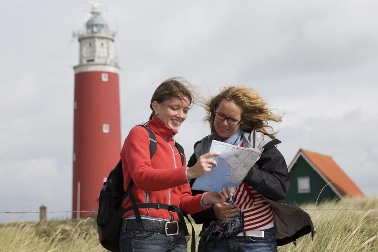 Wandelaars in de natuur hebben geen verveling in de vakantie en kunnen een foto maken dankzij een SD kaart